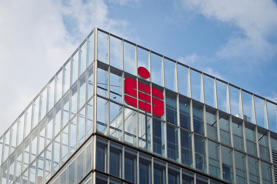 Sparkassengebäudefront