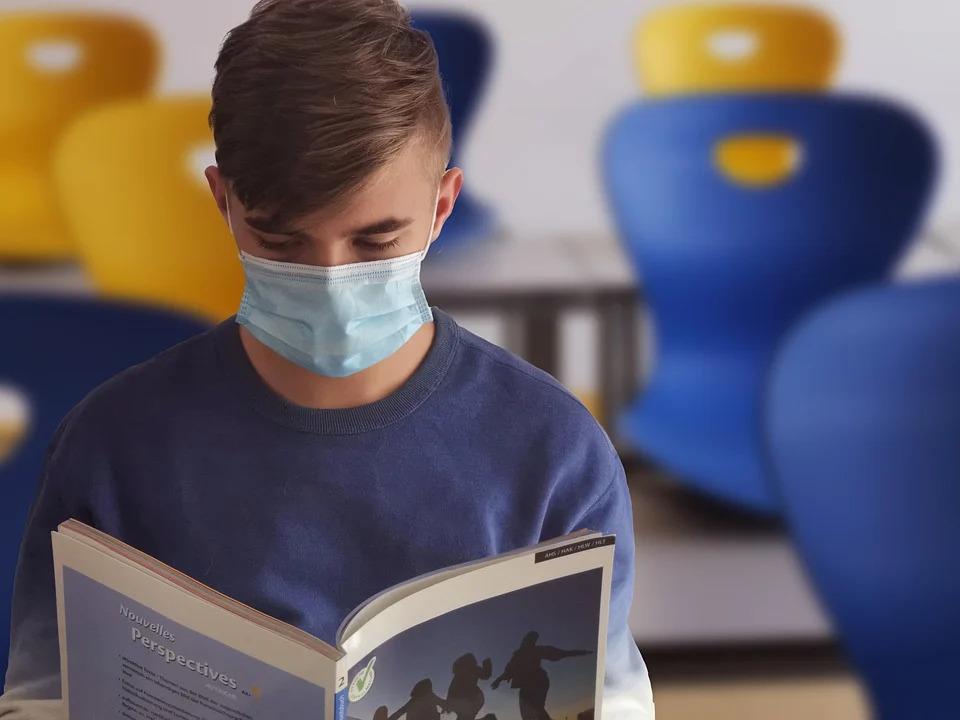 Lernen mit Mund-Nasen-Maske